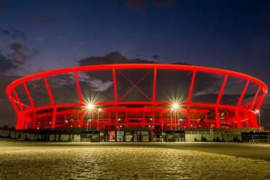 Stadion Śląski podświetlony na czerwono. fot. Tomasz Żak / UMWS